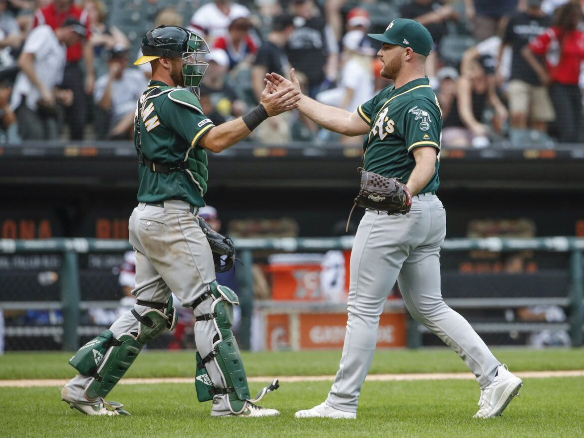 White Sox land top free-agent closer Liam Hendriks