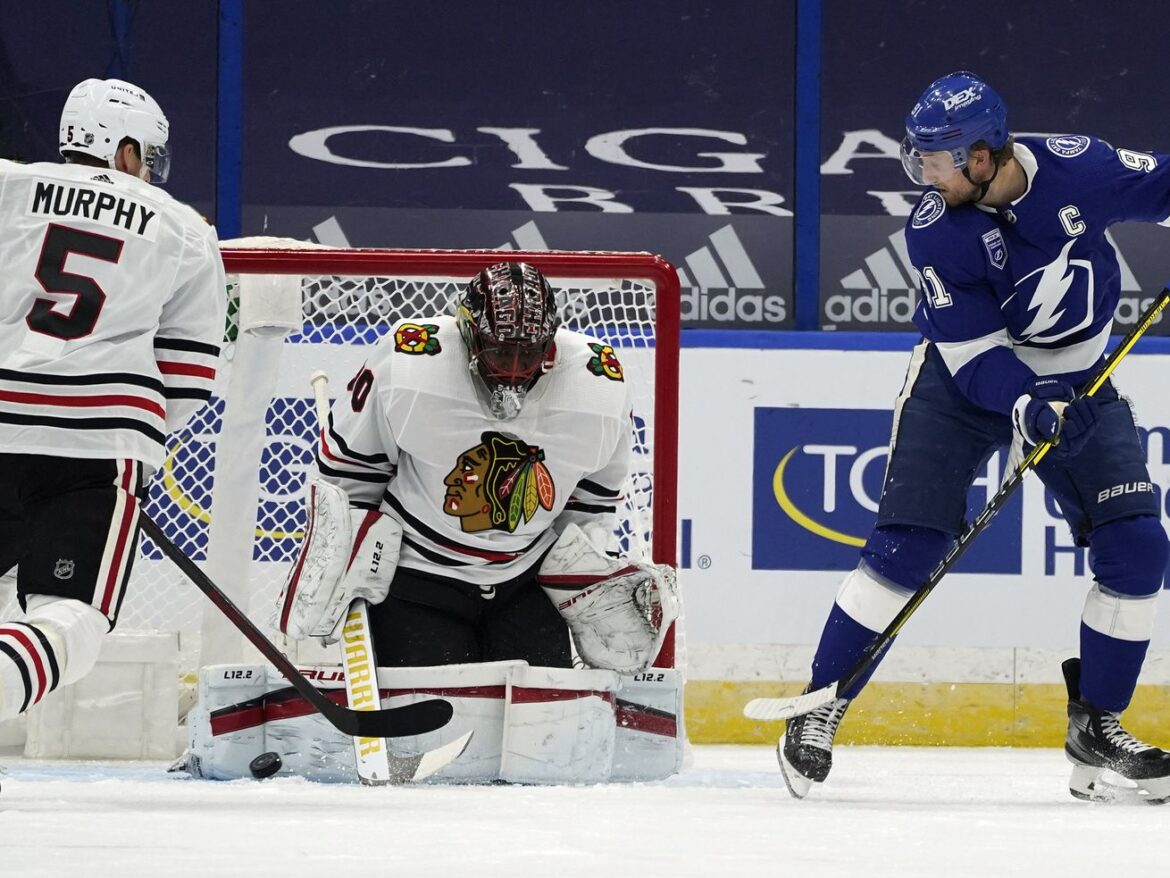 Blackhawks, Malcolm Subban struggle in season-opening loss to Lightning