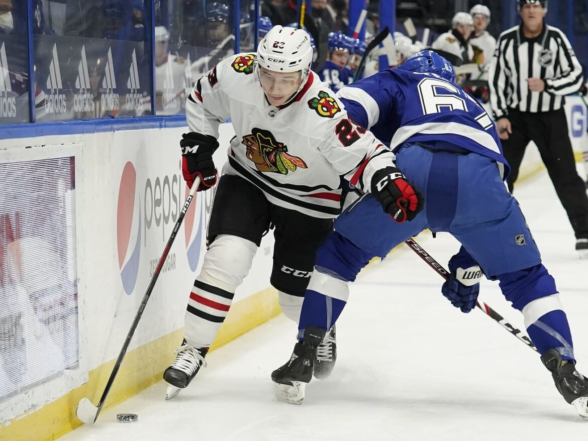 Blackhawks adjust, but not enough, in second consecutive loss to Lightning