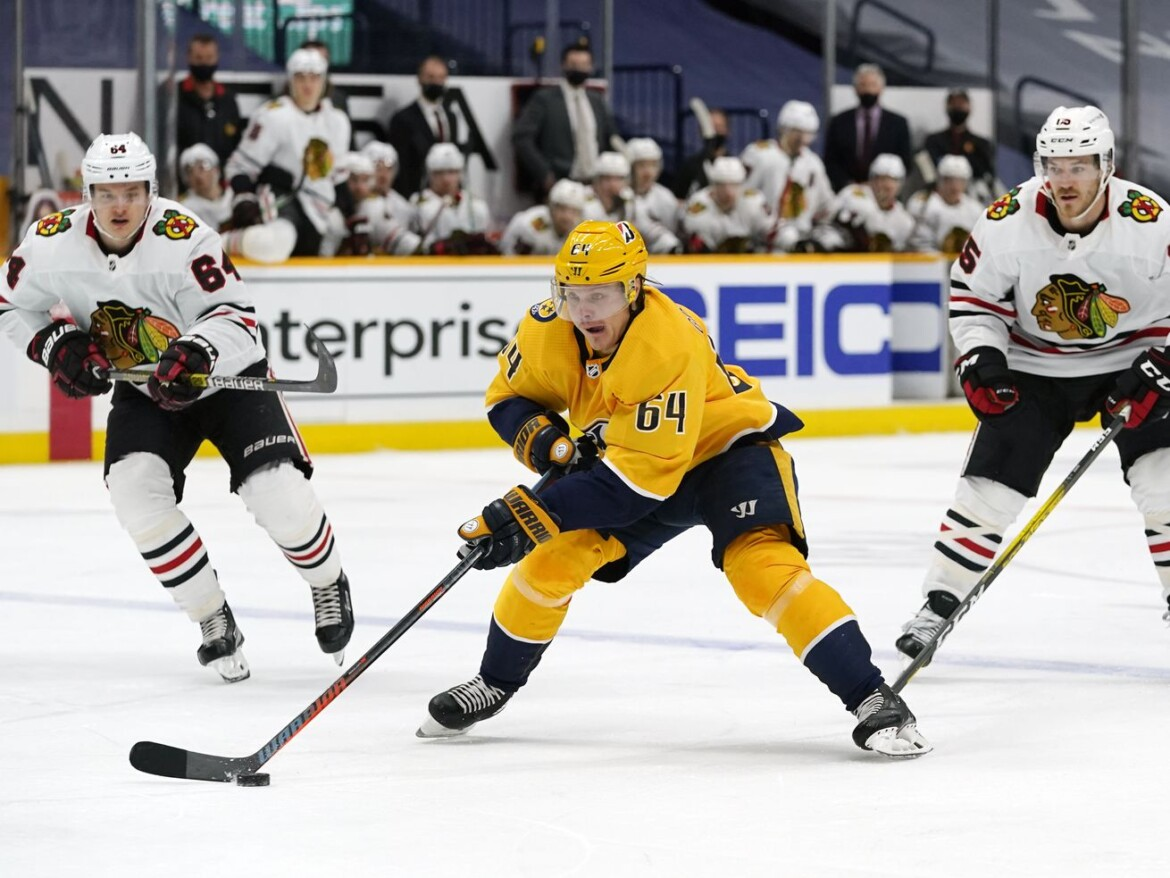 Blackhawks lose puck possession battle again, fall to Predators in shootout