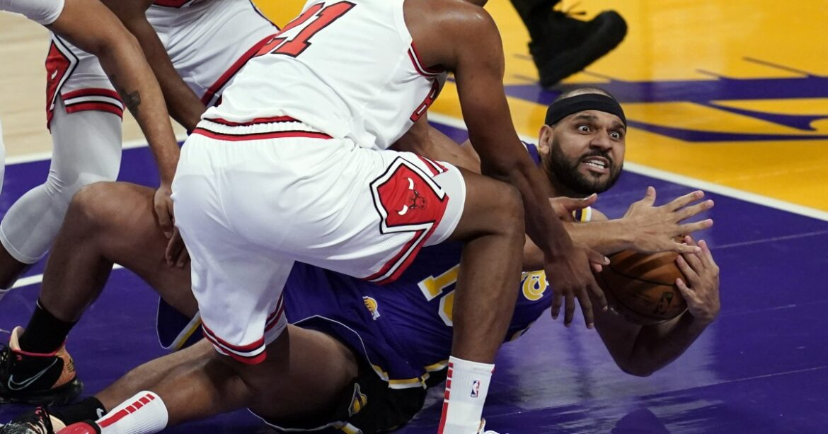 Lakers roll with role players: 5 takeaways from defeat of Bulls