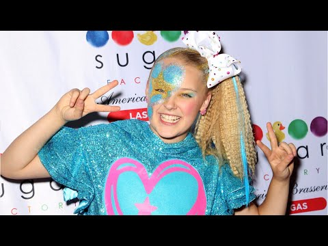 "JoJo Siwa Comes Out By Wearing ""Best Gay Cousin"" T-Shirt"