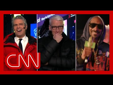 Anderson loses it during Snoop Dogg's interview with Andy Cohen