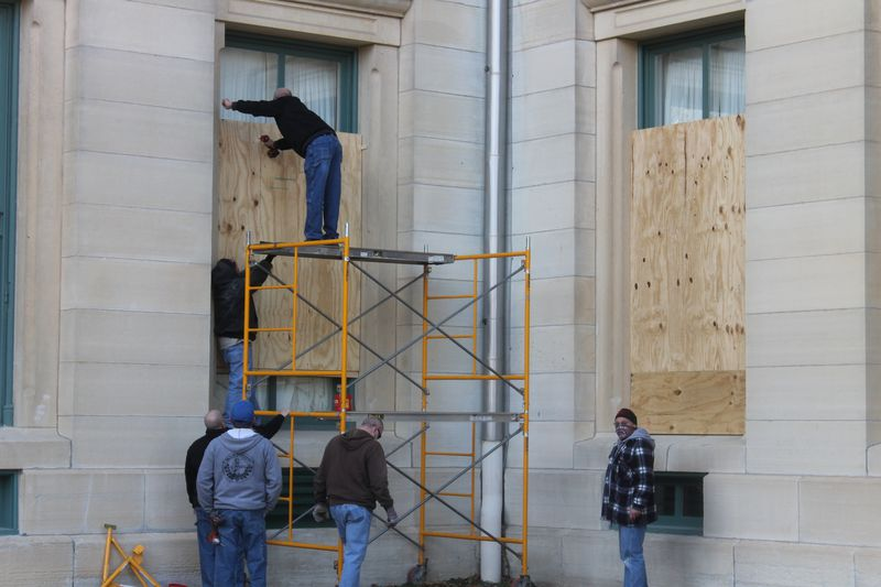 Crews remove plywood at the Illinois State Capitol on Thursday.