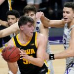 No. 5 Iowa routs fading Northwestern