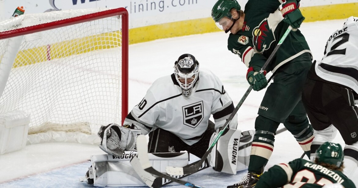 Calvin Peterson makes 32 saves, Kings hold on to beat Wild