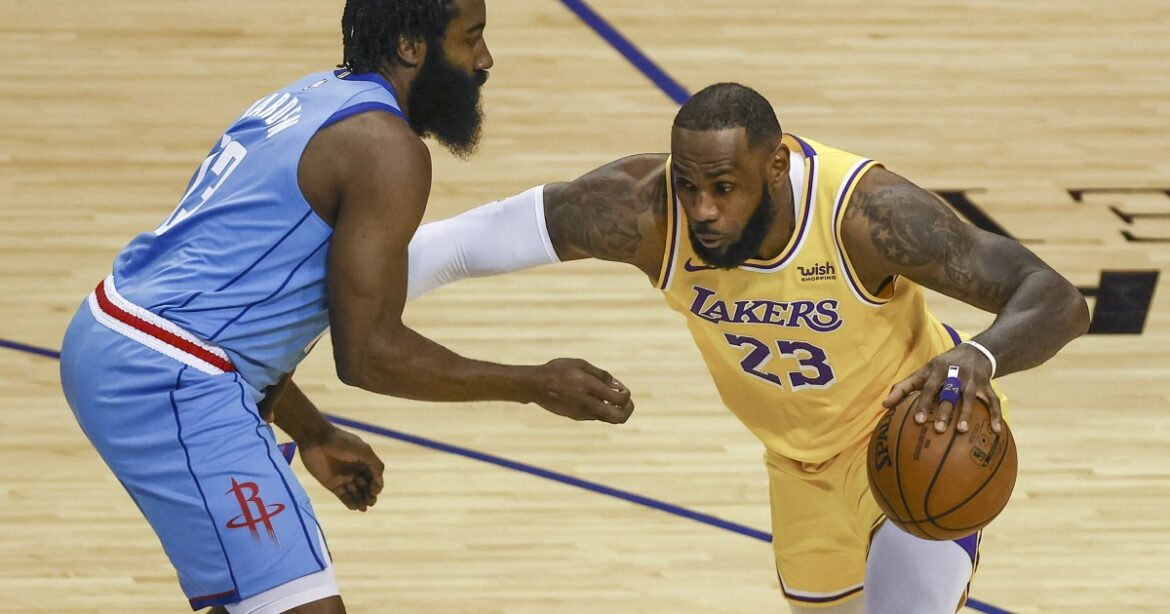 LeBron James' can't-miss moment highlights Lakers' rout of Rockets for two-game sweep