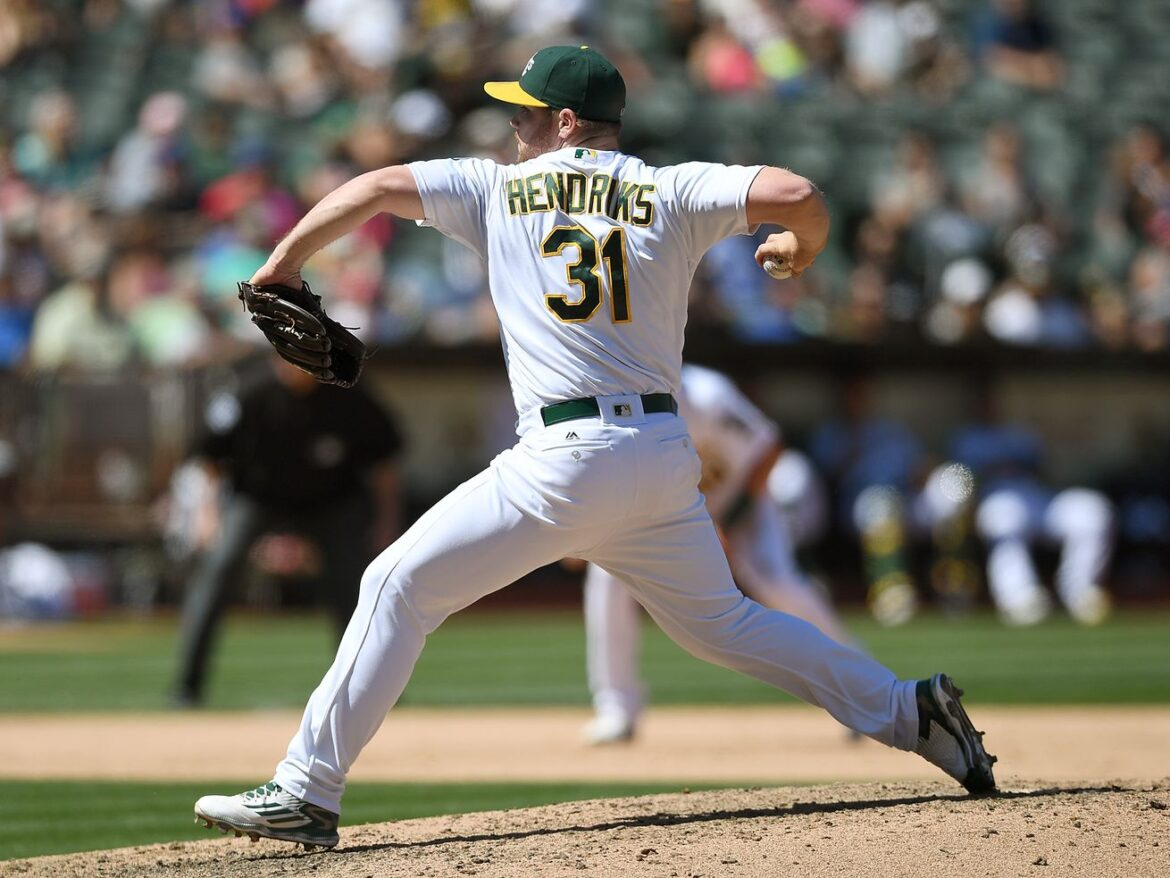 Liam Hendriks signing makes White Sox talk of the town
