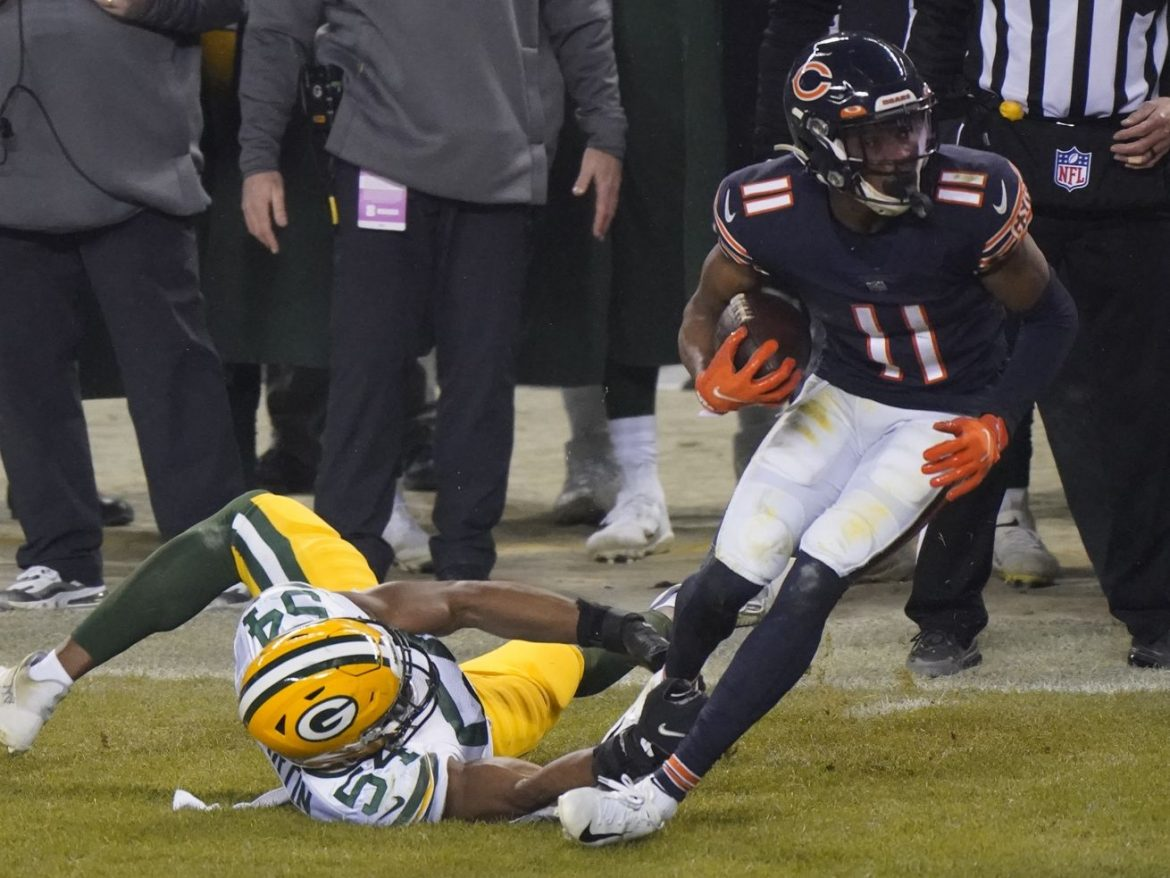 Top Bears Roquan Smith, Darnell Mooney in question for playoff game vs. Saints
