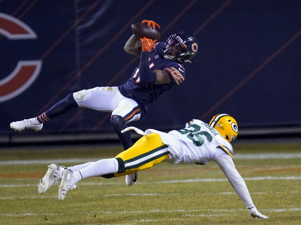 Bears WR Darnell Mooney, LB Roquan Smith in question for playoff game vs. Saints
