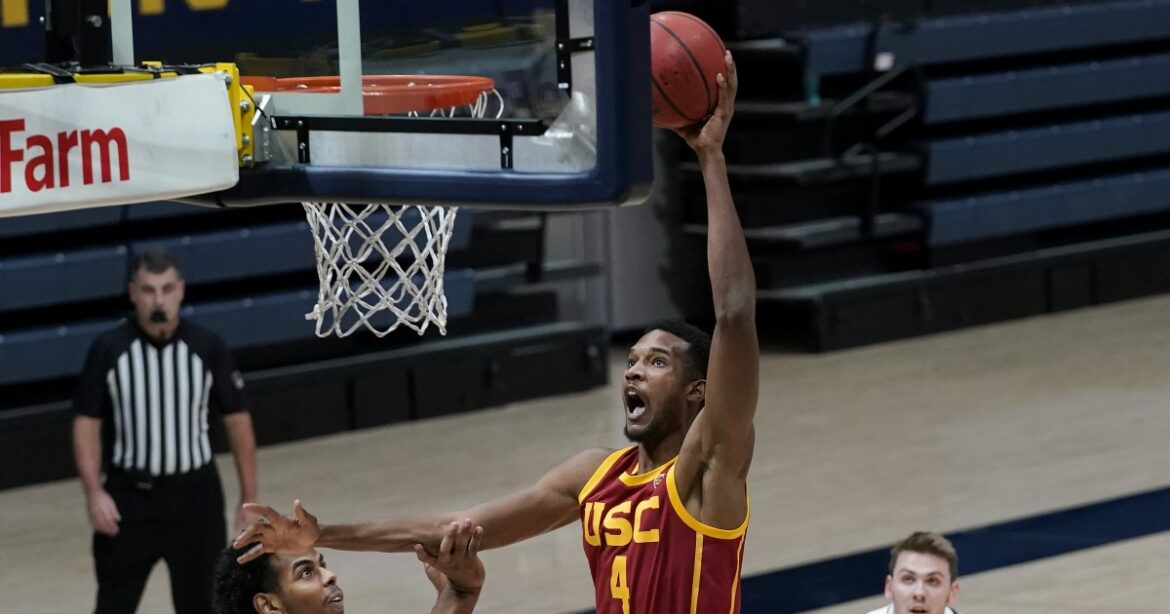 Freshman Evan Mobley's season-best 25 points power USC to win at Cal