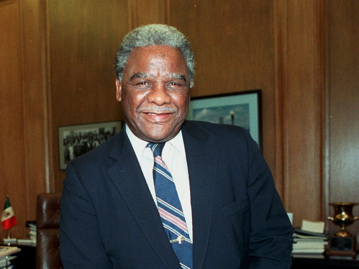 Harold Washington TV miniseries in the works by playwright Ike Holter