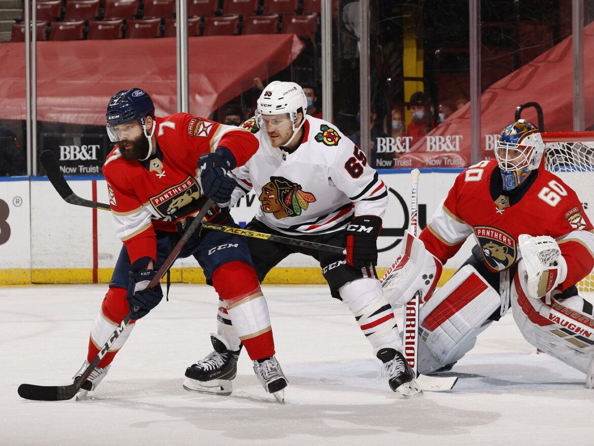 Andrew Shaw's puck retrieval bringing new element to Blackhawks' power play