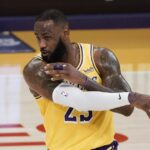 LeBron James and the road-warrior Lakers overwhelm Bucks in win