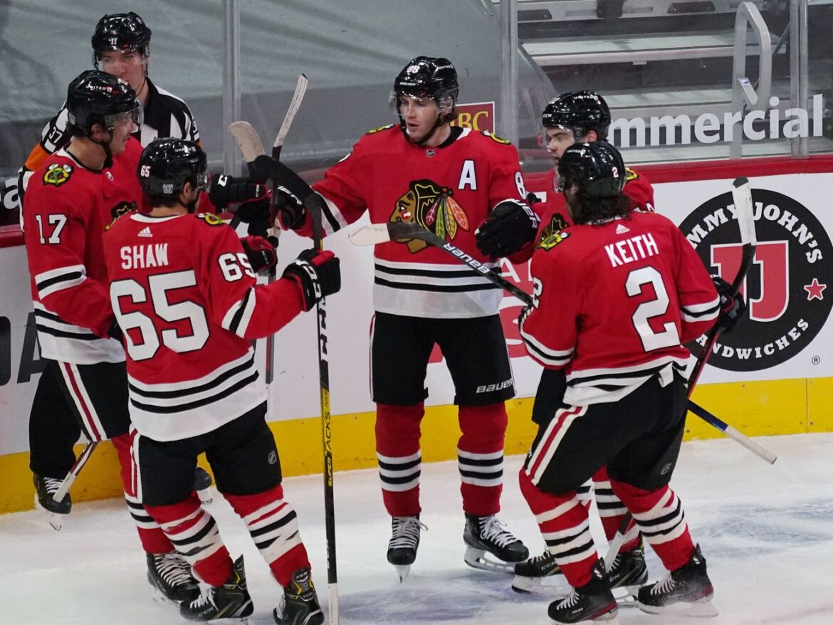 Blackhawks earn first win by beating Red Wings in home opener