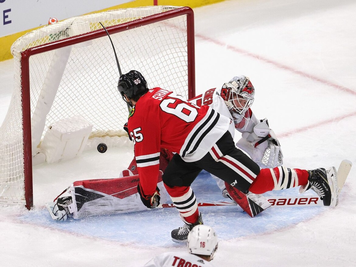 Blackhawks top Hurricanes as power play remains dominant