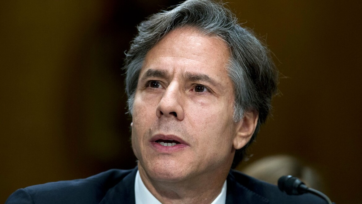 Secretary of State Blinken leaves Mexicans baffled after displaying their flag upside down
