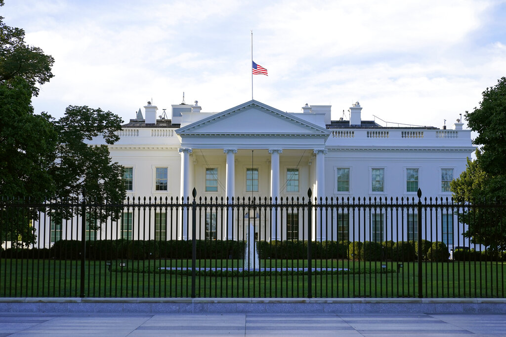 Secret Service arrests woman with loaded gun near White House, claims she had letter for Biden