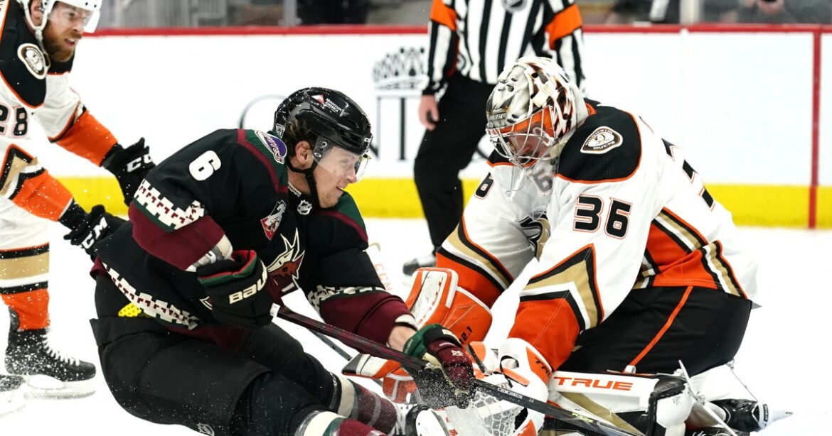 Ducks fail to protect three-goal lead in loss to Arizona Coyotes