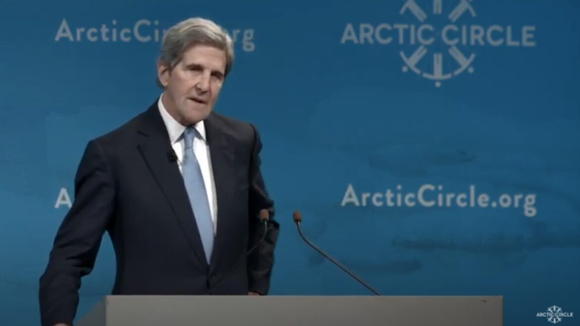 Top green groups mostly quiet on John Kerry taking private jet for award in Iceland