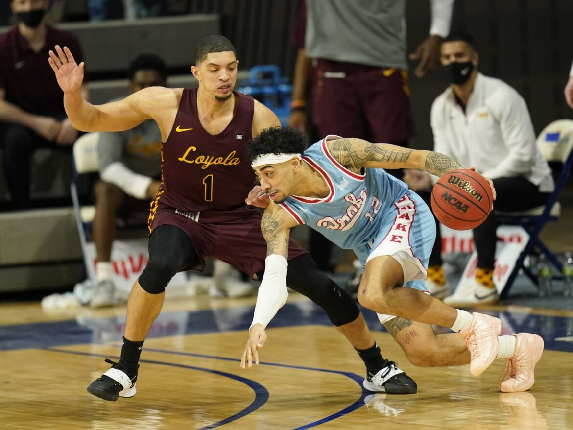 No. 22 Loyola races past Drake in first game back in poll