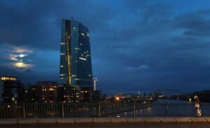 Euro zone corporate lending growth slows but remains high