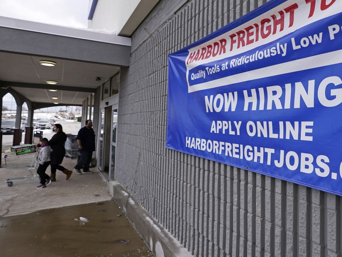 US jobless claims rise to 861,000 as layoffs stay high
