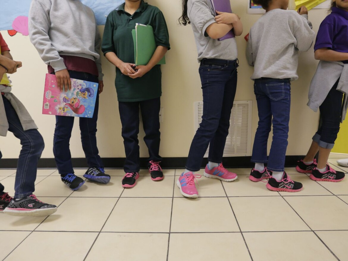 Amid surge, US tries to expedite release of migrant children