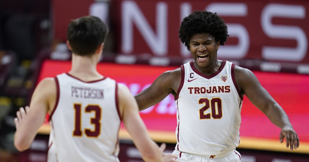 No. 19 USC bounces back with dominant victory over Oregon