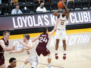 Loyola holds on to extend home winning streak to 21 games