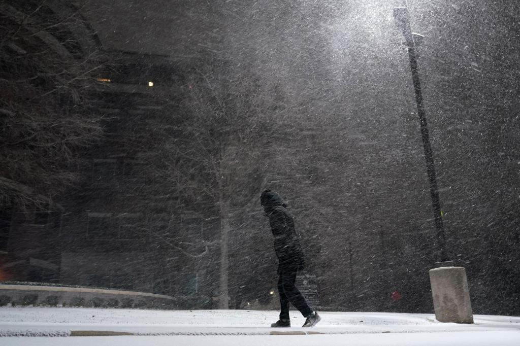 Officials: 2 dead in Texas as subfreezing cold sweeps US