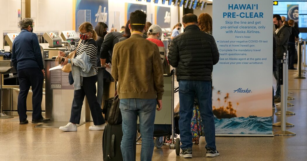 Hawaii Residents Worry About Returning Tourists Heedless of Pandemic