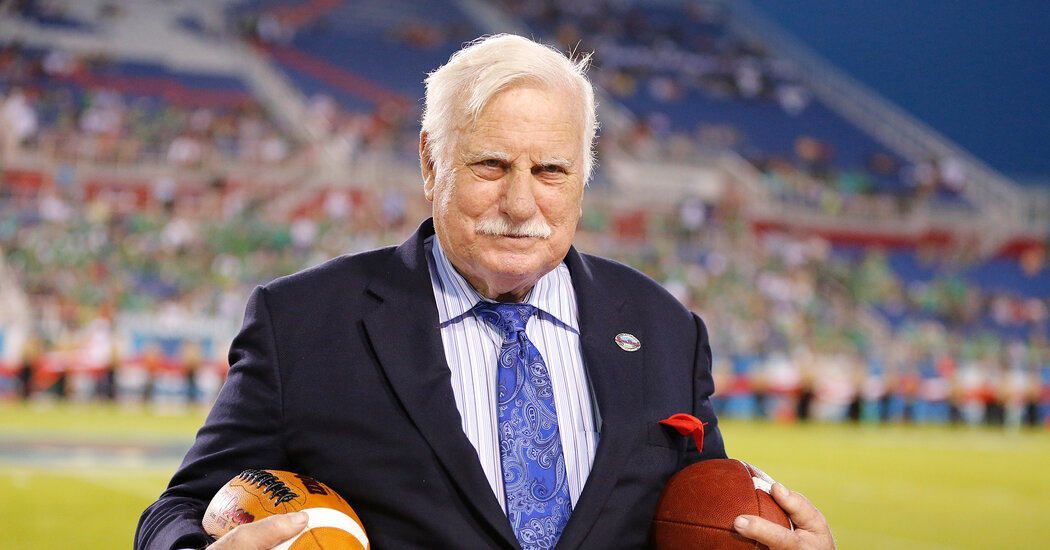 Howard Schnellenberger, College Coach Who Built Winners, Dies at 87