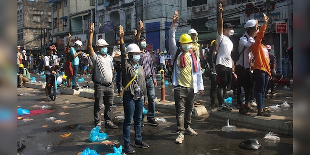 Police in Burma fire tear gas, rubber bullets at protesters