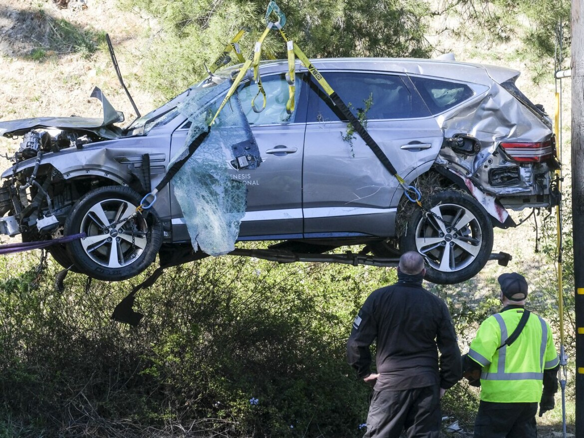 Detectives determine, but will not reveal, the cause of Tiger Woods' SUV crash