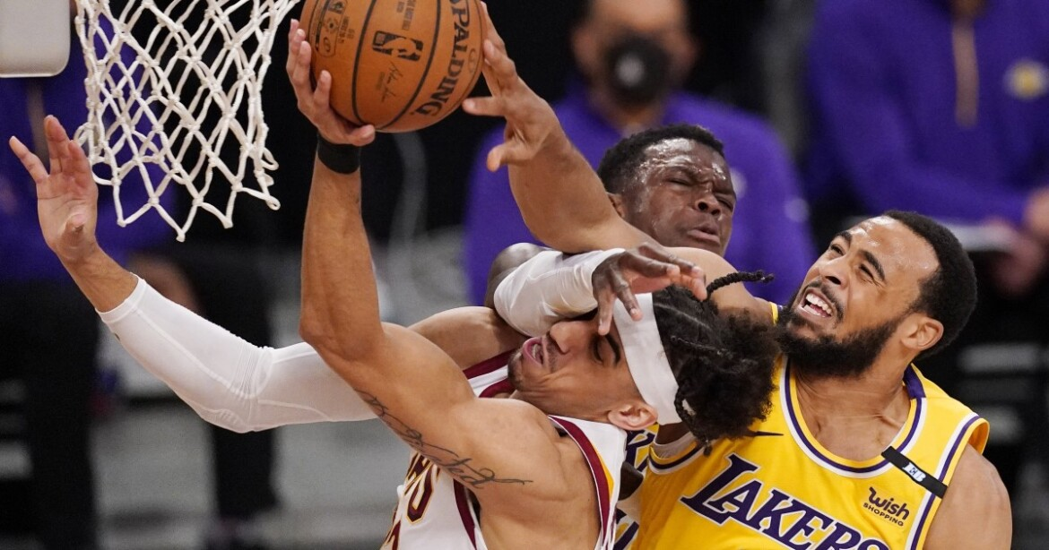How Dennis Schroder's chase-down block changed Lakers' fate