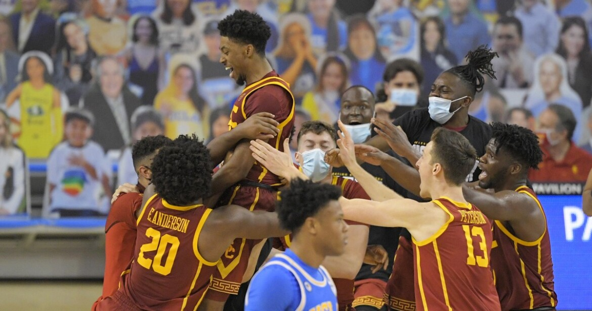 Tahj Eaddy scores just before buzzer to lift USC to stunning comeback win over UCLA
