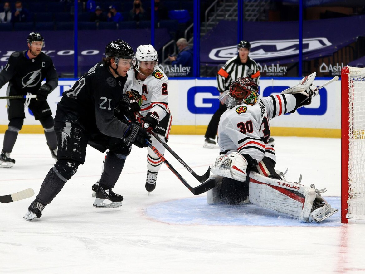 Blackhawks' losing streak continues with another loss to Lightning