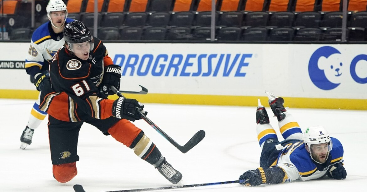 Ducks' winless streak grows to eight with loss to Blues