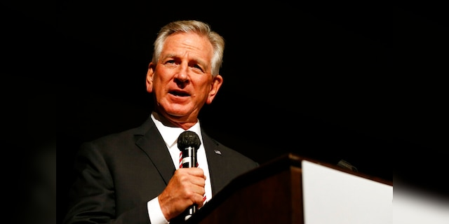 Sen. Tuberville introduces legislation to tackle migrant surge ahead of southern border trip