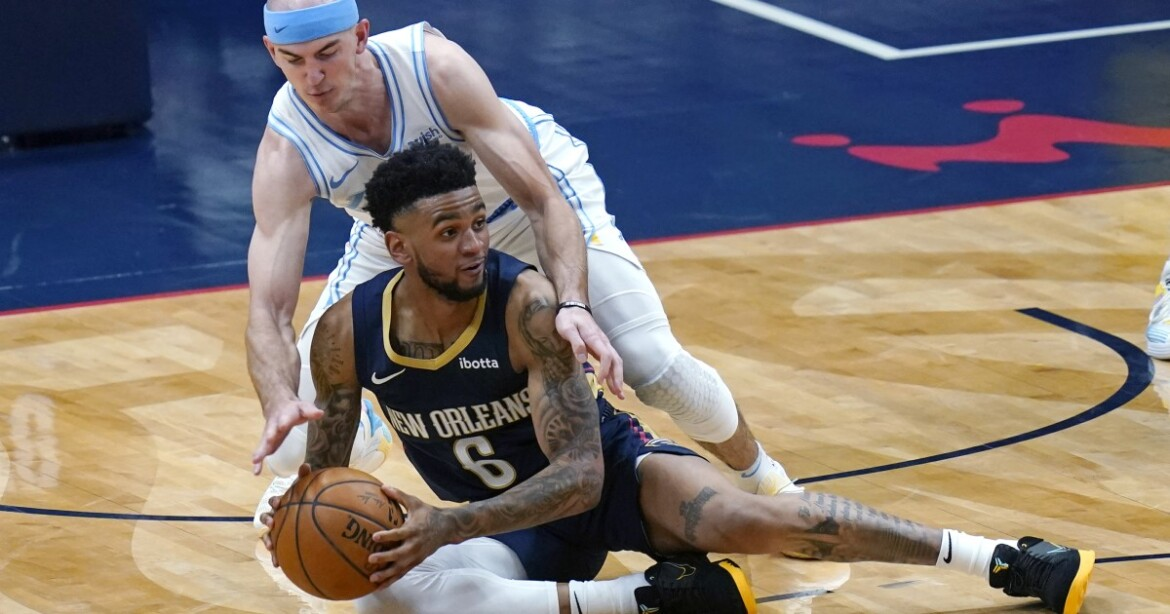 Short-handed Lakers fall to Pelicans, lose third straight game