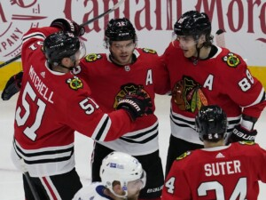 Blackhawks beat Lightning in shootout as Brent Seabrook watches from suite