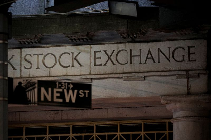 U.S stock funds post $3.3 billion weekly outflow: Lipper