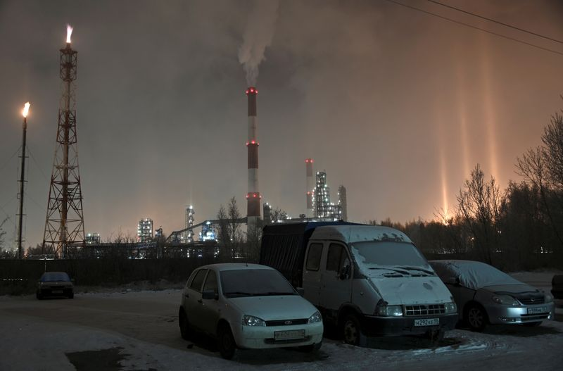 Tentative recovery in sight as Russia's real wages, unemployment improve