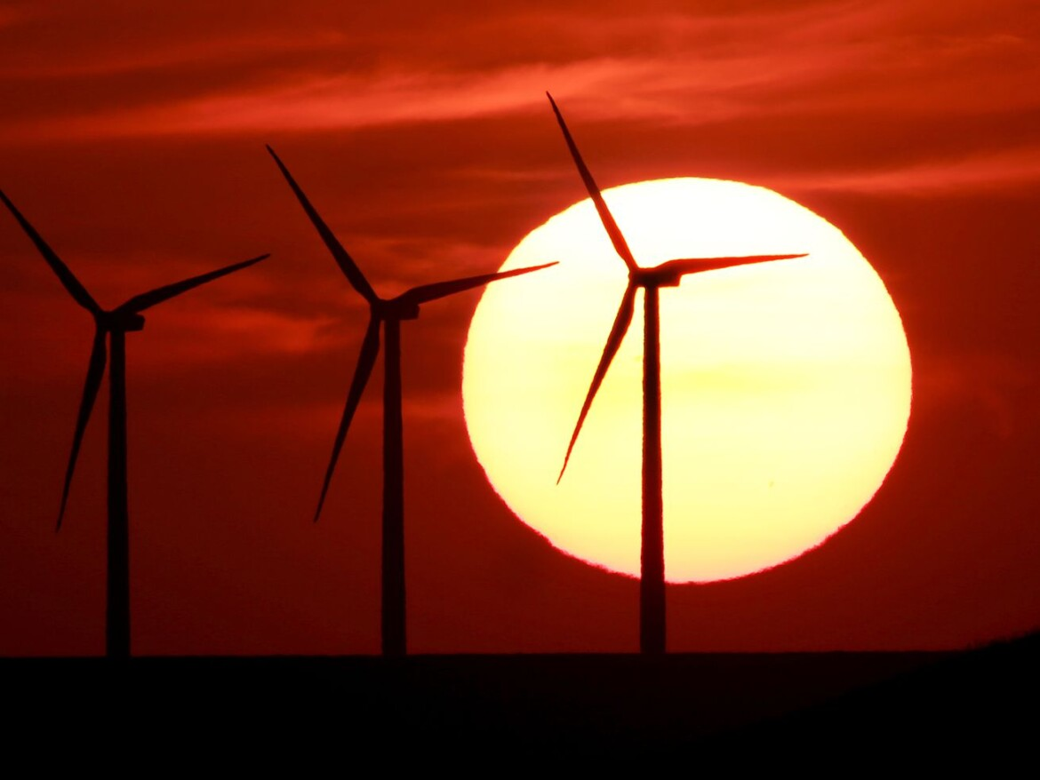 Illinois lawmakers push for more union jobs in renewable energy industry