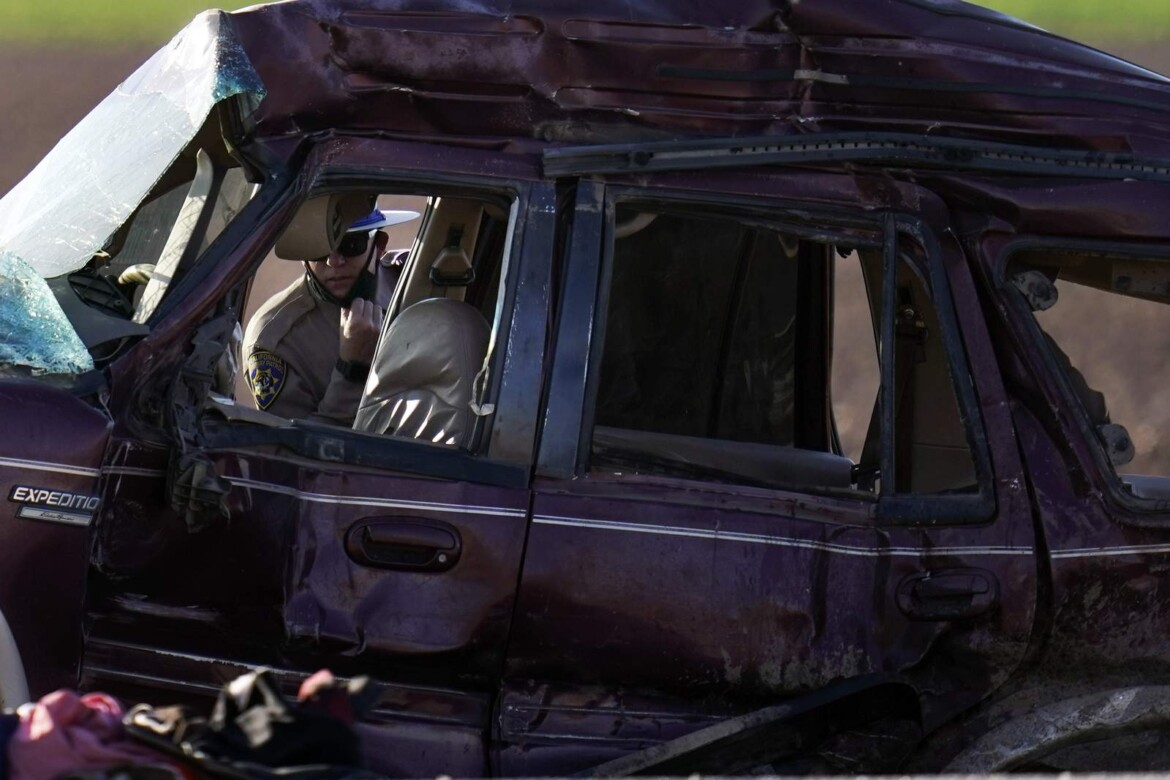 AP Exclusive: SUV in crash came through hole in border fence