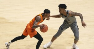 College basketball roundup: No. 17 Oklahoma State beats No. 6 West Virginia
