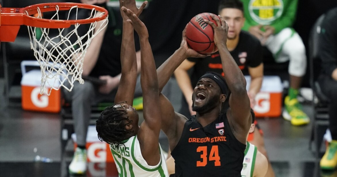 Oregon State holds off late rally to upset top-seeded Oregon in Pac-12 tournament