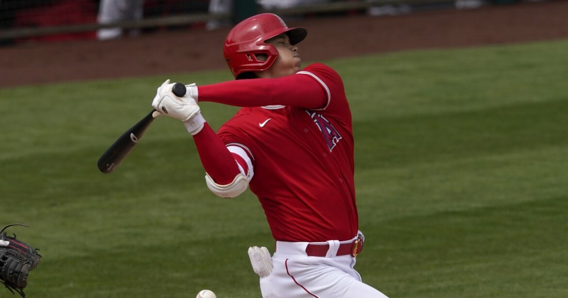 Shohei Ohtani displays opposite-field power with two homers in Angels' loss to Reds