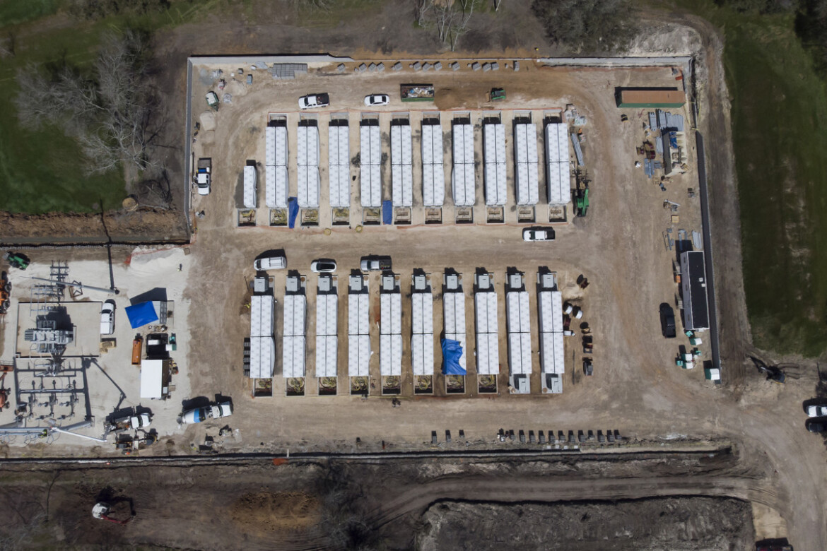 Tesla reportedly building massive battery linked to Texas power grid